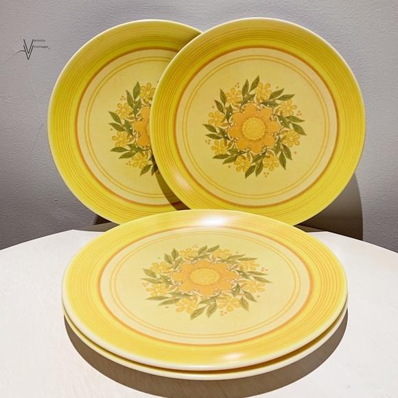 RARE Vtg 60s Genuine Melamine Set of Dinner Plates